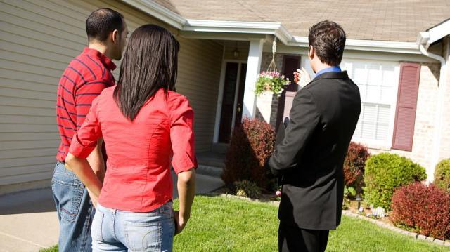 Az ingatlanközvetítő kizárólagos megbízása esetén is értékesítheti ingatlanát a tulajdonos