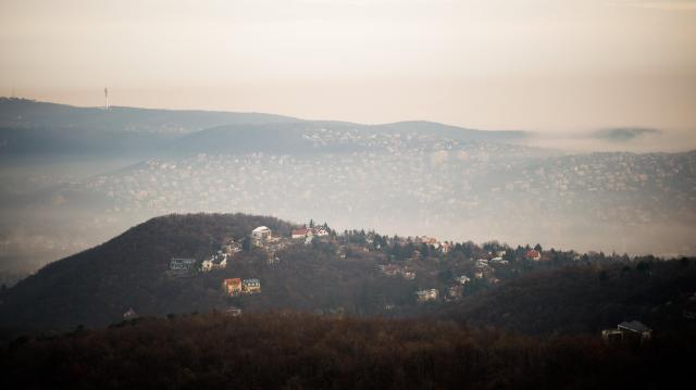 Az ország nagy részén továbbra is sűrű köd várható
