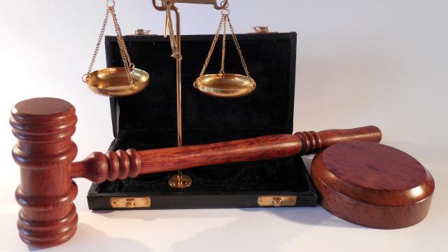 Két évre ítélték a gyulai börtön tisztjét megvesztegetni próbáló fogvatartottat