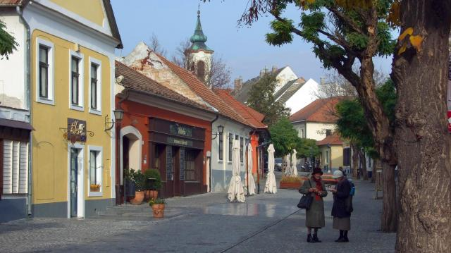 Himnusz-éneklés, díjátadók Pest megyében
