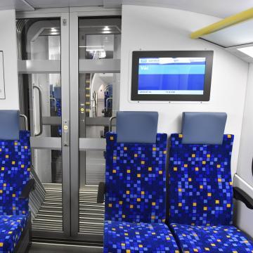 Márciusban indul az első emeletes vonat