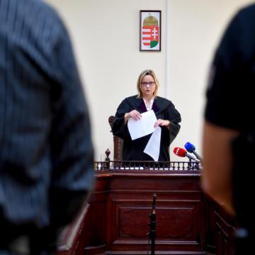 Hivatali visszaélés miatt próbára bocsátottak egy volt baranyai polgármestert
