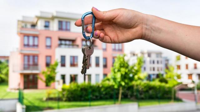 Jól járhat, aki más településen bérel lakást, mint ahol a sajátját kiadja
