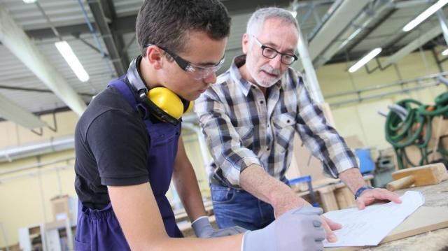 Ösztöndíjat kapnak a tanulók a szakképzésben