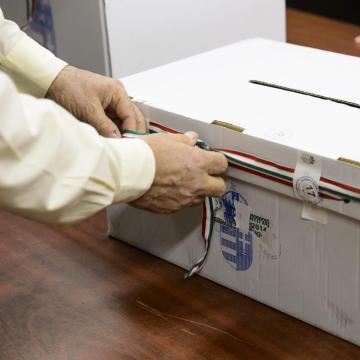 Sértetlennek találta a külképviseleti urnákat az NVB