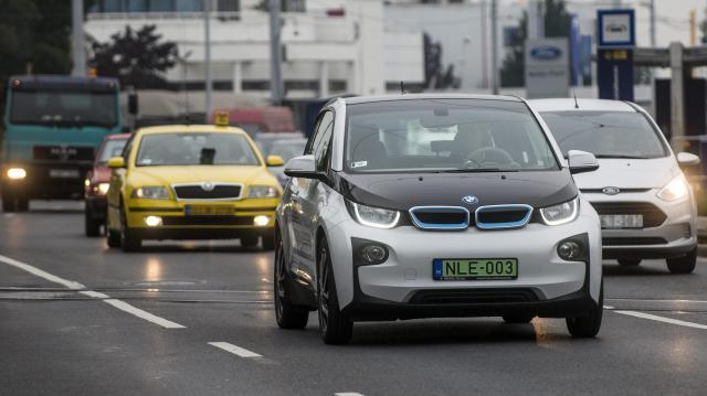Sikeres volt az elektromos autók vásárlási támogatása