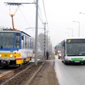 Felfüggesztik az első ajtós felszállást Szegeden