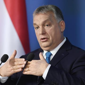 Orbán Viktor: Felfüggesztik a hitelek tőke- és kamatfizetési kötelezettségét