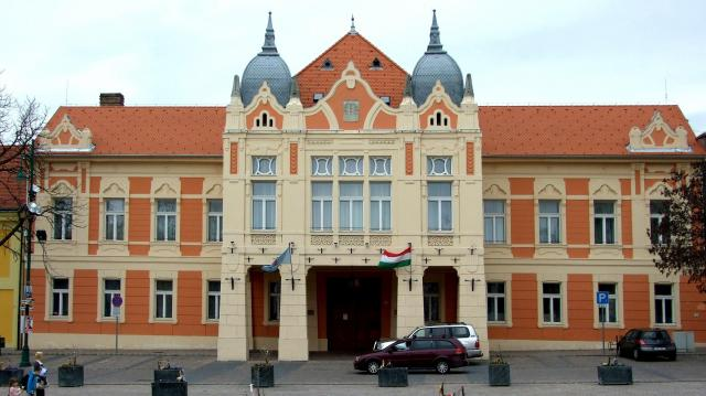 Szekszárd polgármestere aláírta a költségvetési rendeletet