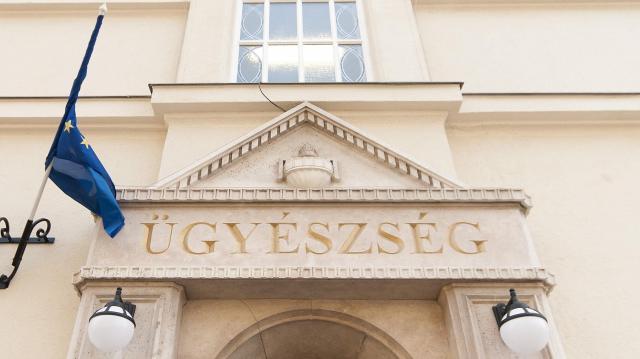 Cégek fiktív adásvétele miatt vádat emeltek tizenhárom ember ellen Egerben