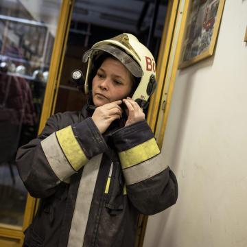 Csaknem 10 ezer önkéntes tűzoltó is segíti a védekezést