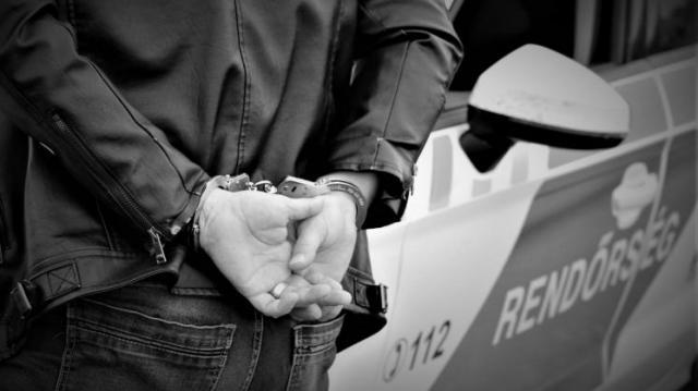 Kényszergyógykezelést javasol az ügyészség egy férfival szemben, aki megölte az édesanyját