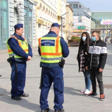 Kijárási korlátozás: a rendőrség ellenőriz