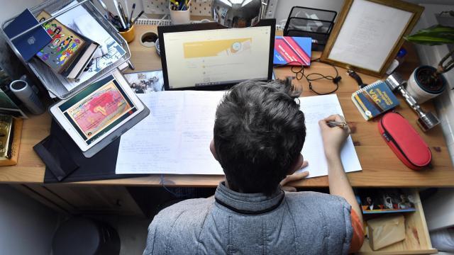 Megkezdődött a digitális oktatás a felsőoktatási intézményekben