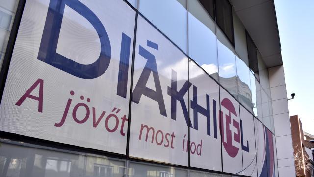 Péntekig meghosszabbította a Diákhitel Központ a hiteligénylési határidőt