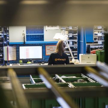 Szünetelteti a termelést makói és váci gyárában a Continental