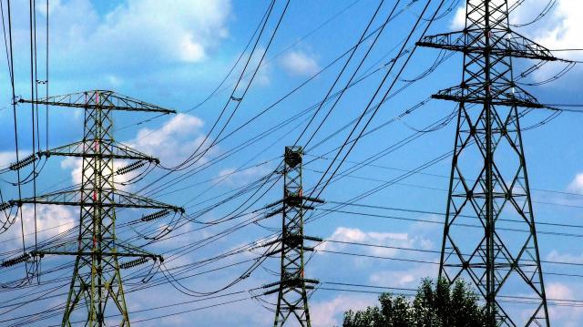 Elhalasztja áramszünettel járó munkái többségét az E.ON és az Elmű
