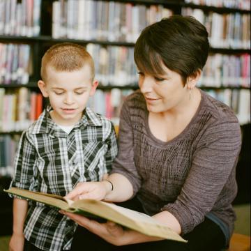 A kisgyermekes anyák ingyen tehetik le a nyelvvizsgát, a KRESZ-tanfolyamot és - vizsgát