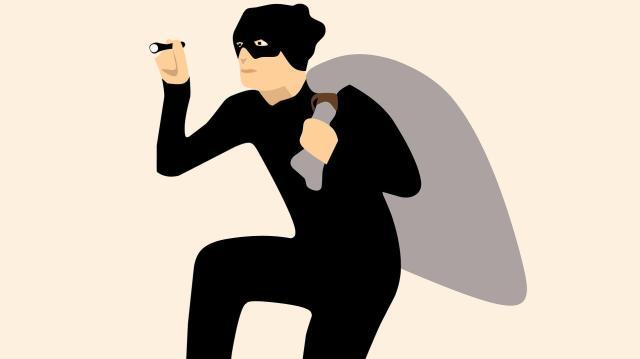 Idős embereket becsapó csalók tevékenykednek a veszélyhelyzetben