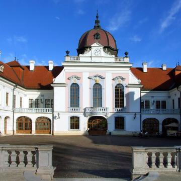 Műgyűjtők segítenek a László kórháznak és a gödöllői kastélynak