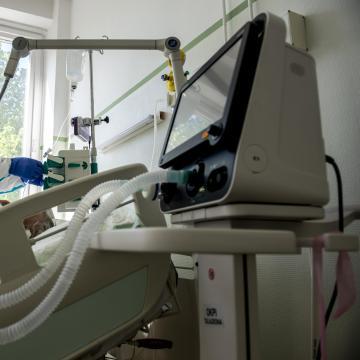 Szabadalmaztatás alatt az első magyar koronavírus-specifikus lélegeztetőgép