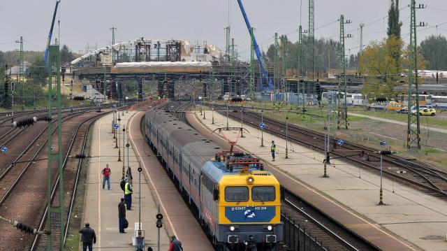 Változik a vasúti menetrend a Budapest-Hatvan vonal felújítása miatt