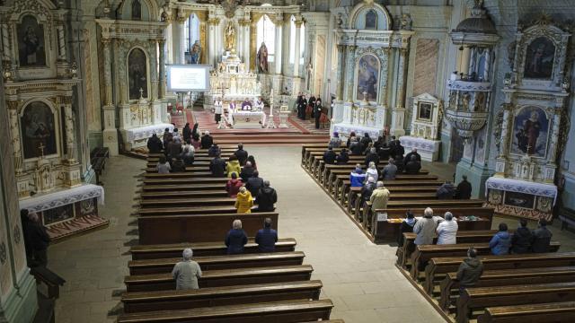 A megyés püspökök döntenek a nyilvános szertartásokról