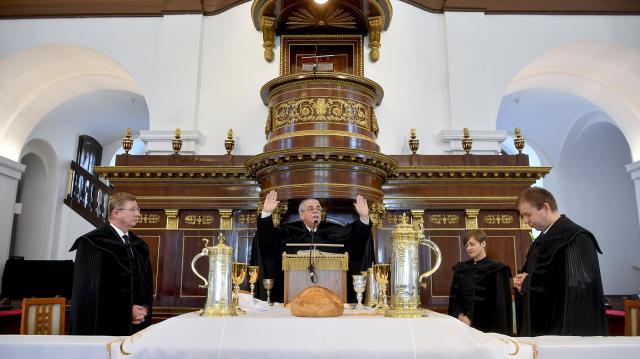 Az egész országban kinyitják a református templomokat