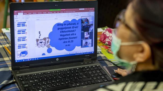Május végéig marad a digitális oktatás