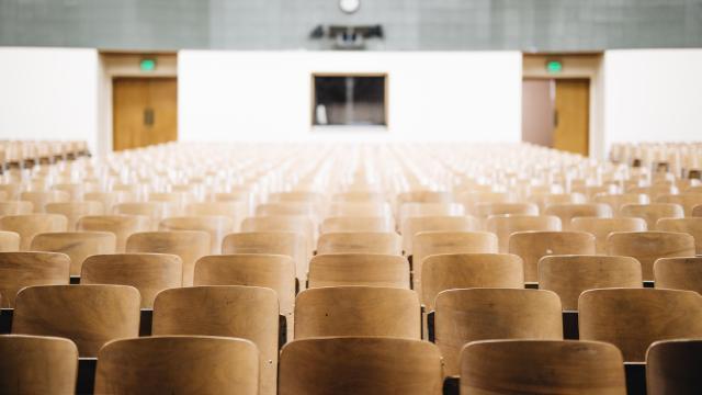 Marad a digitális oktatás az egyetemen