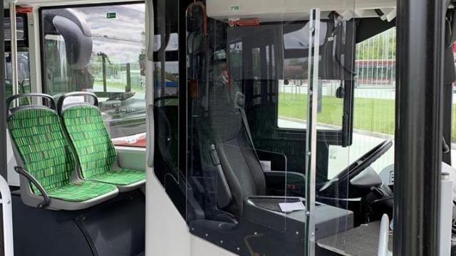 Plexik védik az utasokat az autóbuszokon
