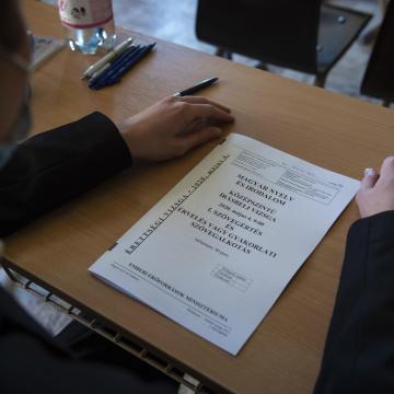Teljes létszámmal vettek részt a diákok a magyar érettségin