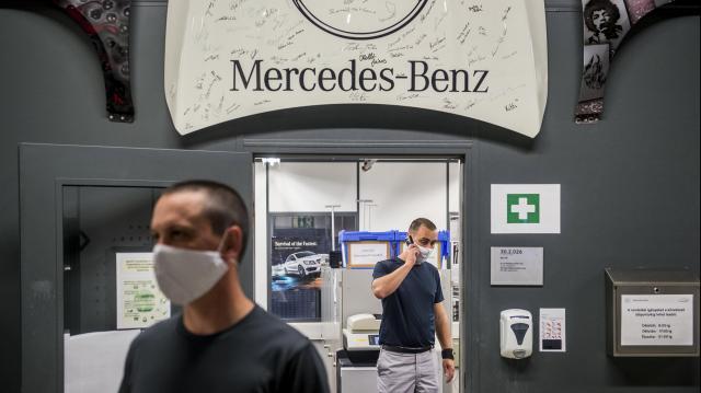Több mint száz óvintézkedés a Mercedes gyárban