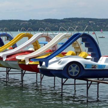67 strand újul meg idén a Balatonnál