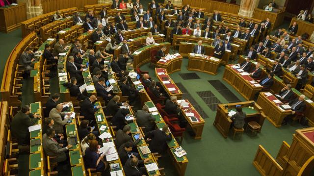 Elfogadta a parlament: megszűnik a veszélyhelyzet