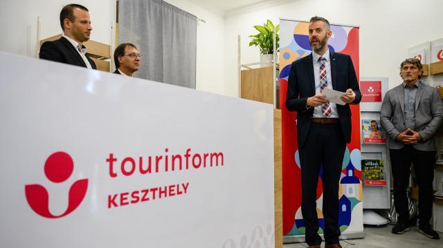Év végéig 25 Tourinform iroda újulhat meg