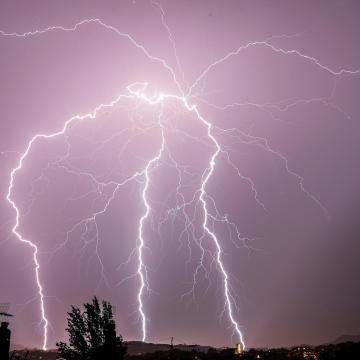 Folytatódik a felhőszakadás, ezekre a megyékre adtak ki figyelmeztetést
