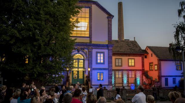 Indulnak a zenei programok a Zsolnay-negyedben, újra nyílnak a kiállítások