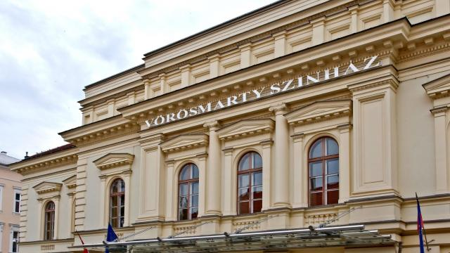 Jelentős összeggel támogatja az állam a Vörösmarty Színházat