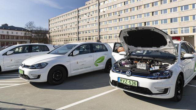 Június 15-től lehet pályázni elektromos autók és robogók vásárlására