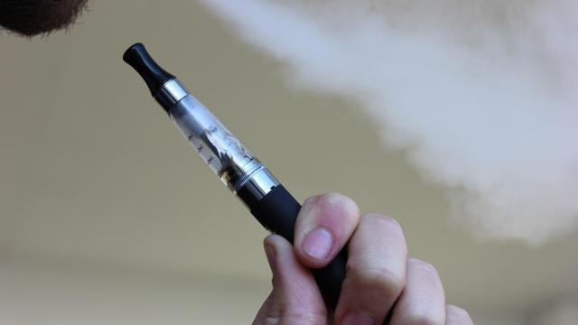 Lekerül a polcokról a mentolos dohány és az ízesített e-cigaretta utántöltők