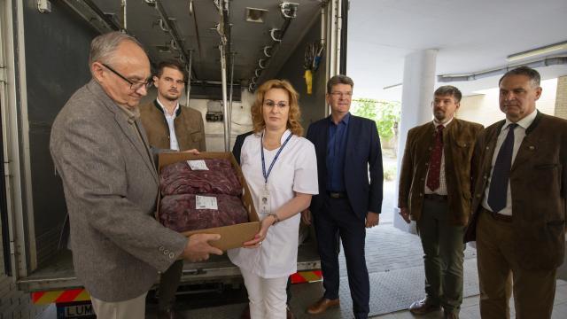 Tízezer adag vadételhez elegendő vadhúst kaptak egészségügyi dolgozók