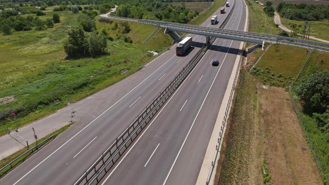 2x2 sávos autópályává bővült az M15-ös