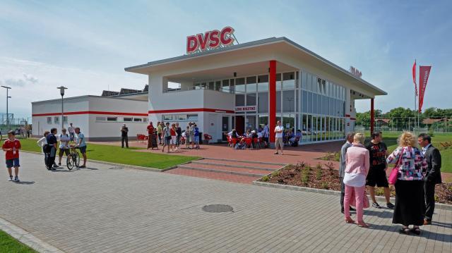 Az önkormányzat átveszi a DVSC-t