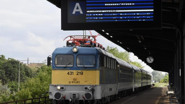 Éjszaka helyreállhat a menetrend a ceglédi vasúti vonalon