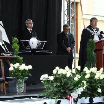 Elbúcsúztatták Dobos László karcagi polgármestert