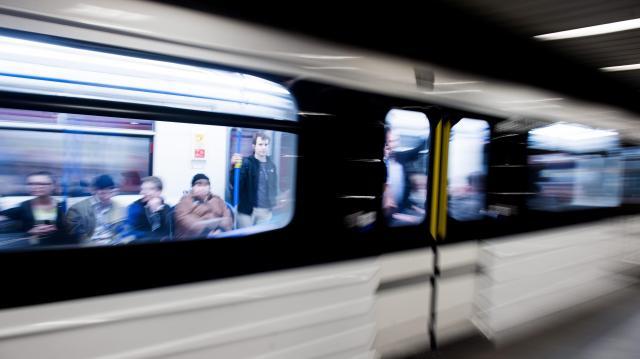 Hétfőtől további metrómegállókat zárnak le