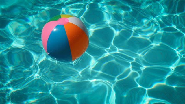 Hőség, extrém UV-sugárzás, zivatar és felhőszakadás is várható hétfőn