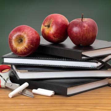 Ingyenes tankönyveket kap minden tanuló
