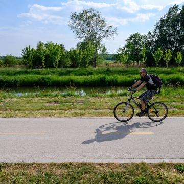 Kerékpárút épül Kisbér ipari parkjáig